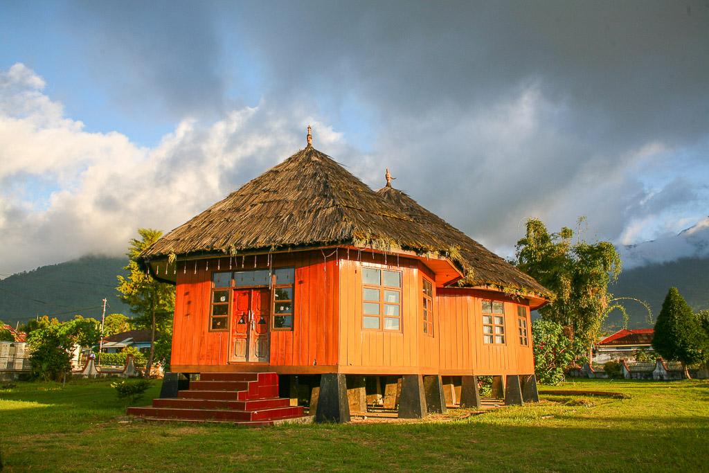 Rumah tradisional manggarai di tengah kota