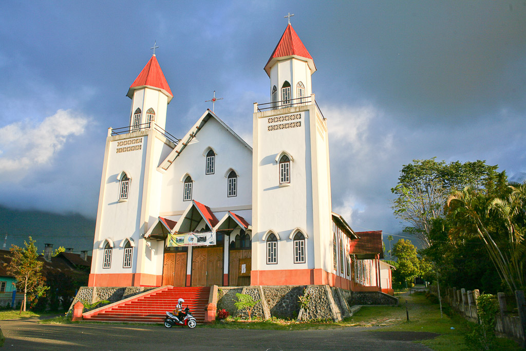 Katedral lama ruteng