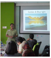 Workshop travel blogging materi fotografi. Jakarta, Juli 2014