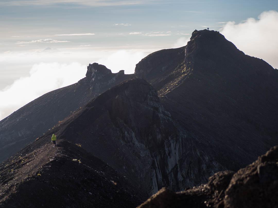 Menuju puncak ketiga dimana terlihat kawah gunung agung.