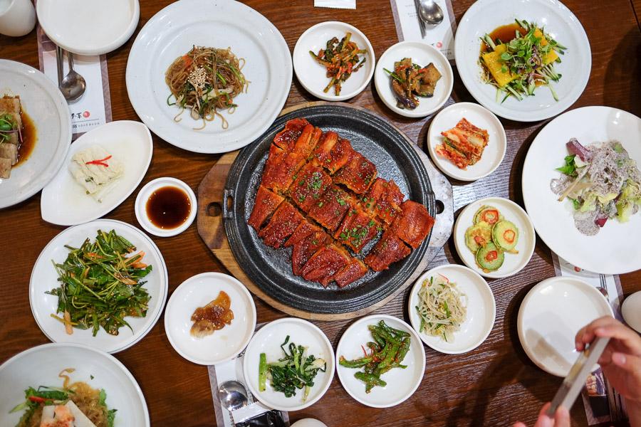 Ikan Pollack dan 16 jenis banchan (side dish)