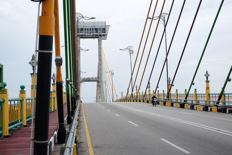 Jembatan yang besar, megah, lebar. Tapi jarang yang lewat :p