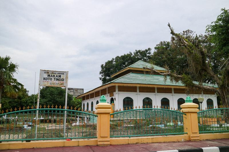 Dekat istana juga ada masjid cagar budaya ini.