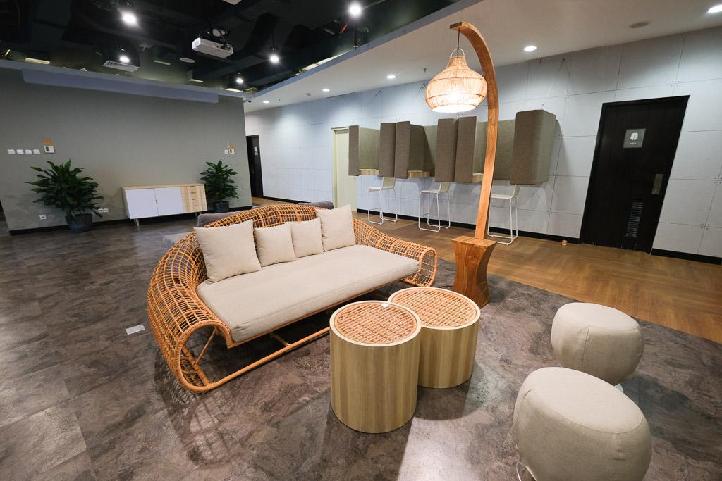 Desain interior kantor Grab